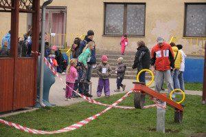 Nová houpačka pro nejmenší děti - Den země 18.4.2015